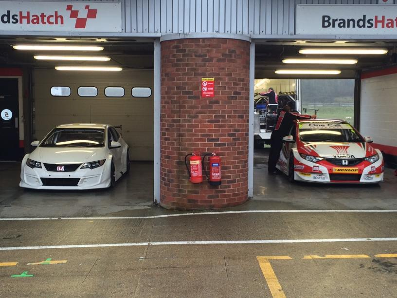 Brands Hatch garage - Honda Civic Type R